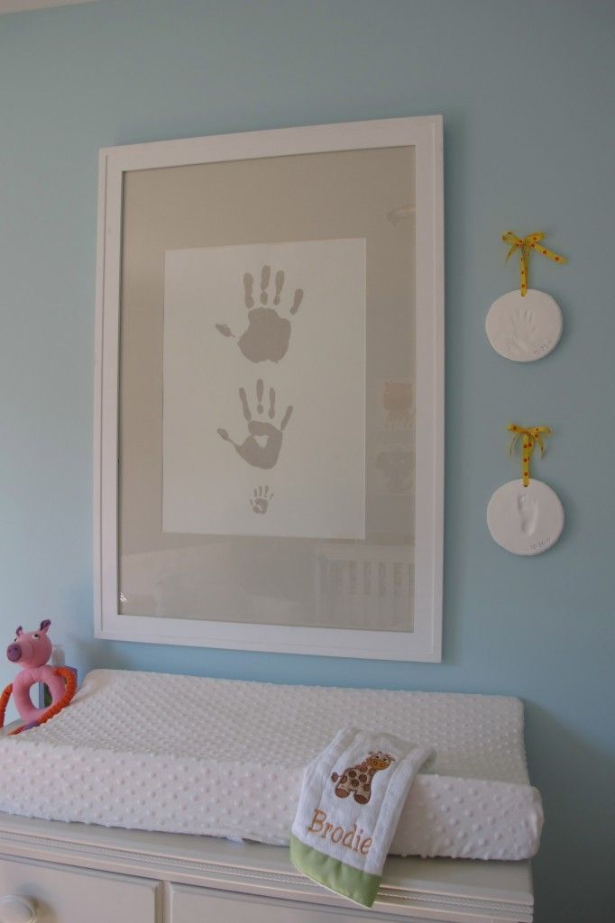 Dad, mom and baby handprints. love. I might just have to add one other print to it. Ohhh also the poochies could be involved :) must think more about this.