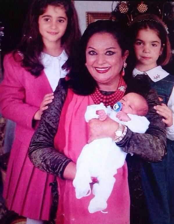 nietos de Lola Flores ........abuela de la actriz Elena Furiase y Guillermo Furiase (hijos de Lolita), la actriz Alba Flores (hija de Antonio) y Lola Orellana y Pedro Antonio Lazaga (hijos de Rosario).