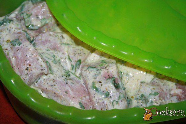 """""""Грузинский"""" маринад для шашлыка из свинины На днях я смотрела передачу """"Поедем поедим"""" с Джоном Уореном, там показали рецепт вот такого """"Грузинского"""" маринада для шашлыка из свинины. Мне так понравился рецепт, что я тут же решила его применить на практике. Ответственно заявляю, шашлык получился просто нереально вкусным, очень сочным и ароматным. К сожалению, нет возможности показать фото готового блюда, поскольку отдыхать ездили к родственникам, фотоаппарат…"""