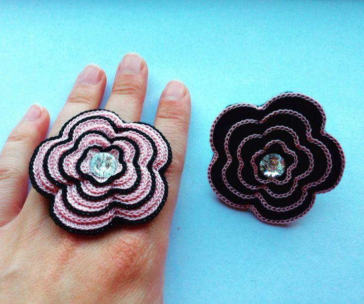 Handmade crochet rose rings in pink and black by HookCrochet www.etsy.com/people/hookcrochet.