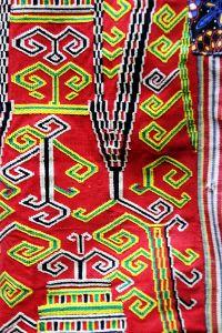 Foto Keindahan Aneka Kain Tenun Tradisional Suku Dayak Iban - IndonesiaKaya.com