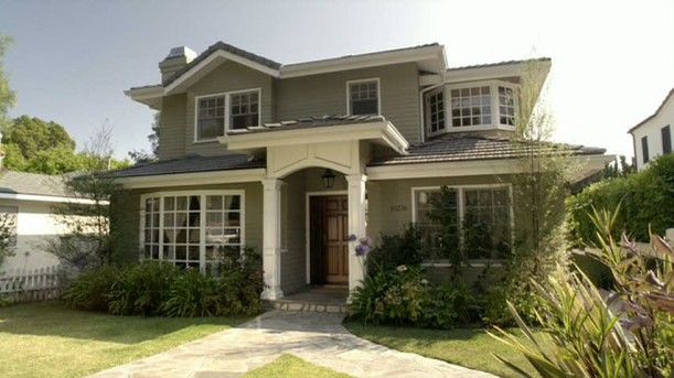 Phil and Claire Dunphy's house from Modern Family... love love love it!