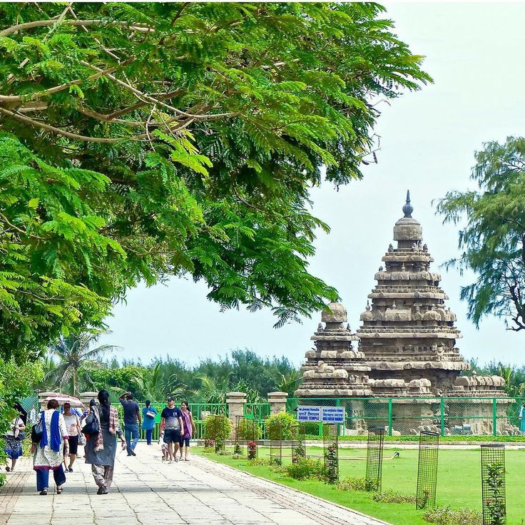Shore Temple in Mahabalipuram, India. ⠀ ⠀ Mahabalipuram was also the second capital and a bustling seaport during the time of the Pallava Kings of Kanchipuram. Ravaged by wind and sea, the temple complex, built in 700-728AD by the Pallava Dynasty, retains its alluring beauty, and is a must-see site. We will also visit the intricate rock carvings and monuments such as the Descent of the Ganges and the Arjuna's Penance relief, depicting animals, deities, and other semi-divine creatures.