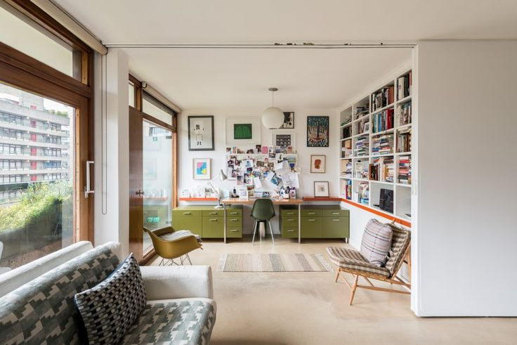 This exemplary Type 20 one / two-bedroom apartment on the third floor has excellent views of the communal gardens from its central position in Defoe House. The double-aspect accommodation is spread over a single floor, with living area at one end and bedroom and bathroom at the other. The L-shaped reception room, with views over […]