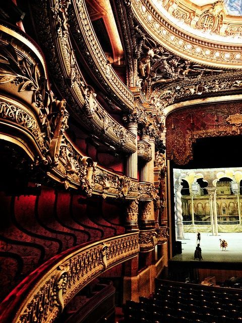 Absolutely love the detail and style of old theatres!