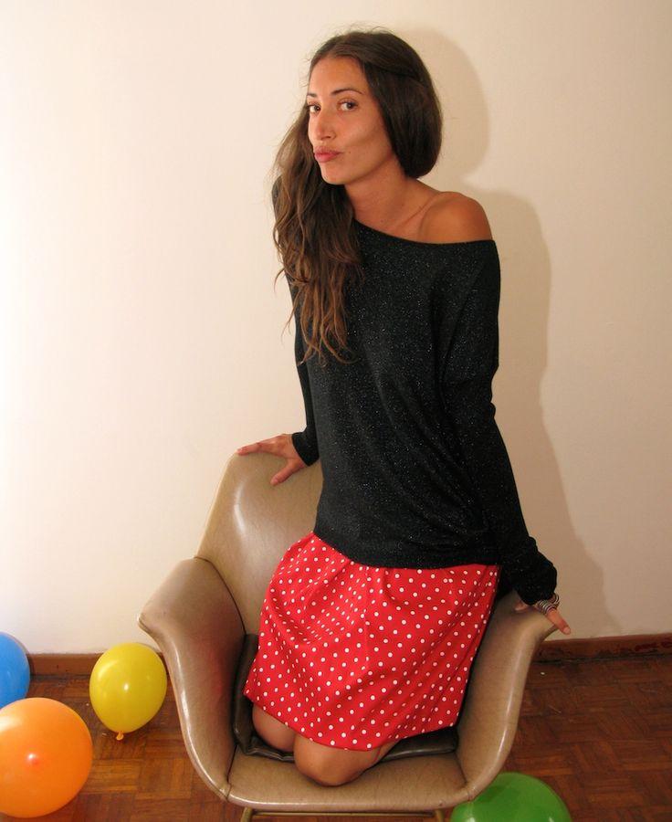 Maglione lurex, in lana ed elastene euro 65 Gonna palloncino, realizzata in cotone fantasia euro 95