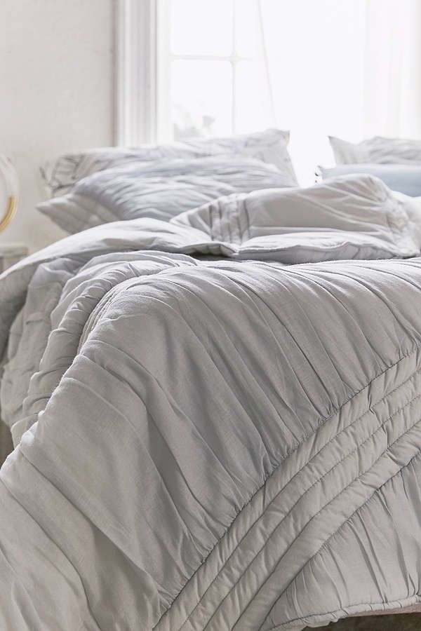 Slide View: 3: Ruffle Comforter