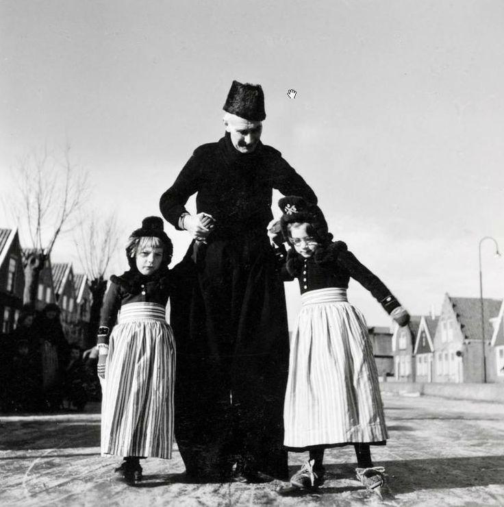 Schaatsles van Opa. #NoordHolland #Volendam