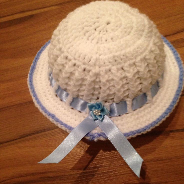 The back of this little hat is just gorgeous and would set off any little outfit for the little people.