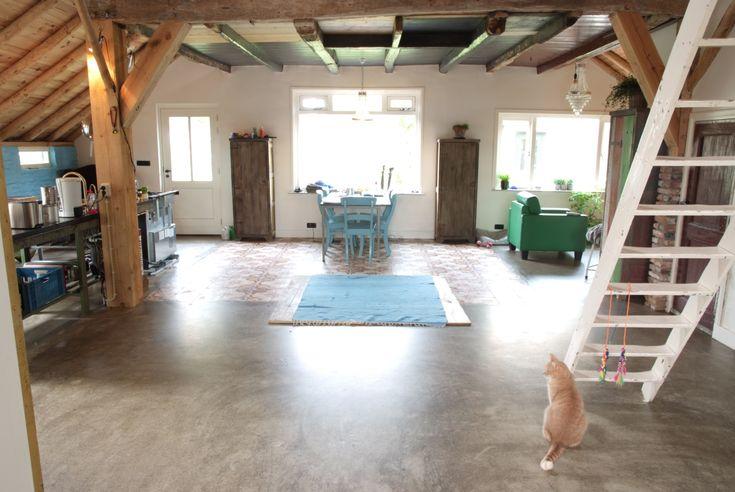 Ben u al bekend met de betonlook variant van gietvloeren? Deze zijn voordeliger en eenvoudiger om aan te brengen. Bekijk onze kunststof vloeren met de uitstraling van een robuuste betonvloer! http://www.gietvloerbetonlook.nl/betonlook-vloer-prijs