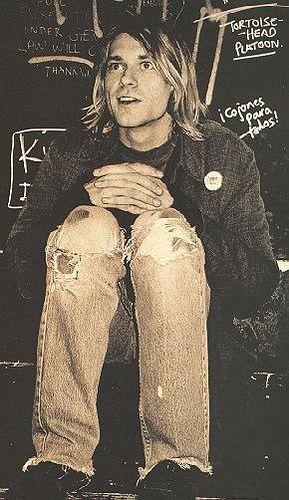 El 8 de abril de 1994, Cobain fue encontrado muerto en su casa en Seattle, la víctima de lo que oficialmente fue afirmado un suicidio por una herida autoinfligida en la cabeza, el 5 de abril.