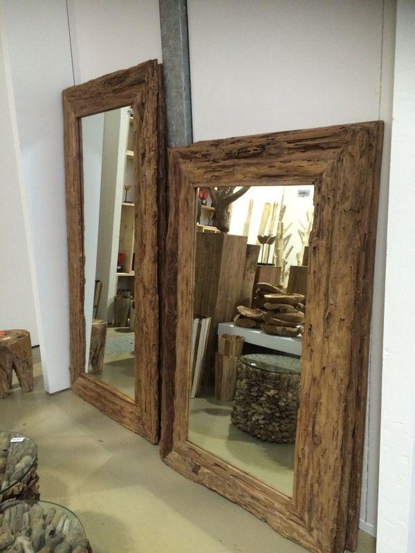 Spiegel mit Rahmen aus Treibholz.