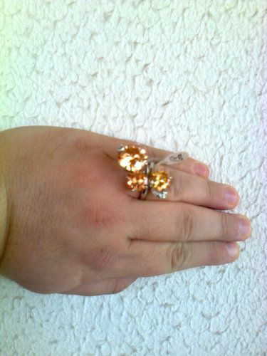 'Size 8, 3 CZ stones ring ' is going up for auction at 12am Mon, Sep 2 with a starting bid of $7.