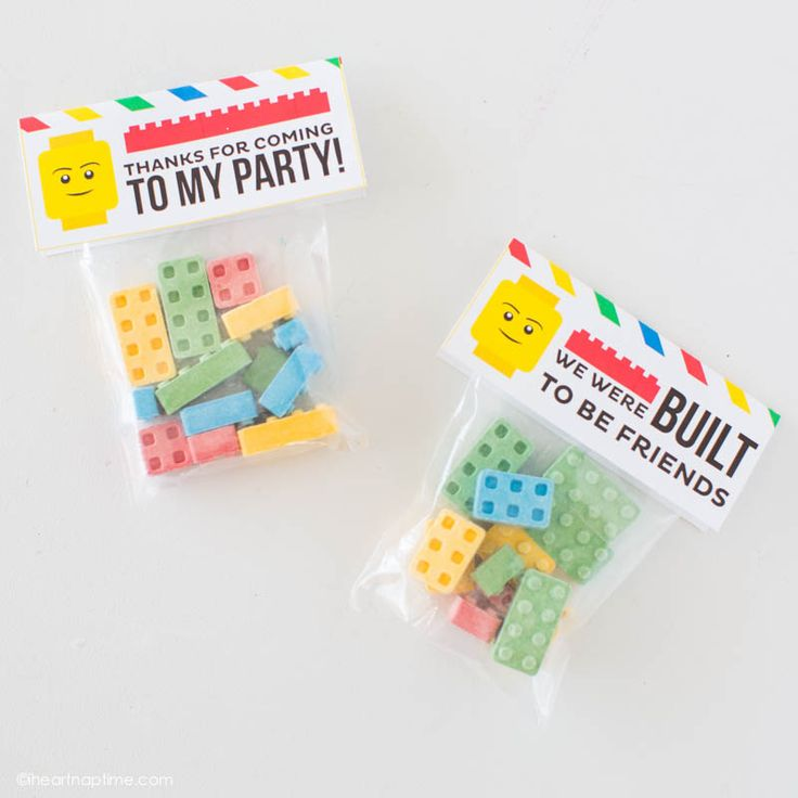 Free printable LEGO tags that would make a great party favor or Valentine! So fun!
