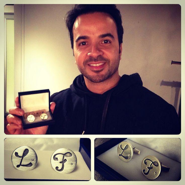 #Colleras de #plata con #diamantes, diseño #iniciales para @luisfonsi gentileza #hechura #hechoamano / #silver #cufflinks with #dimonds, #initials design #hechura #handmade #luisfonsi #thevoice #thevoicechile13