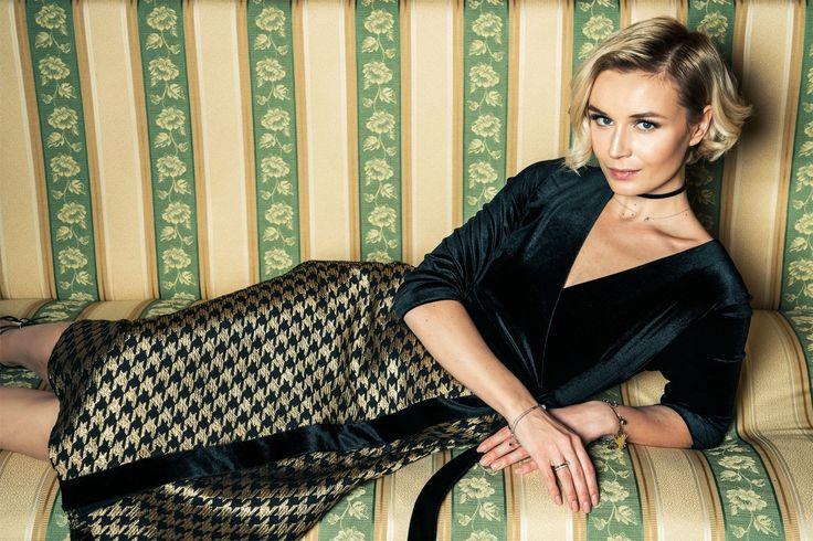 Полина Гагарина снялась в эффектной фотосессии для российского бренда Певица представила рождественскую капсулуотечественной марки Roseville, музой которой является уже не первый сезон.