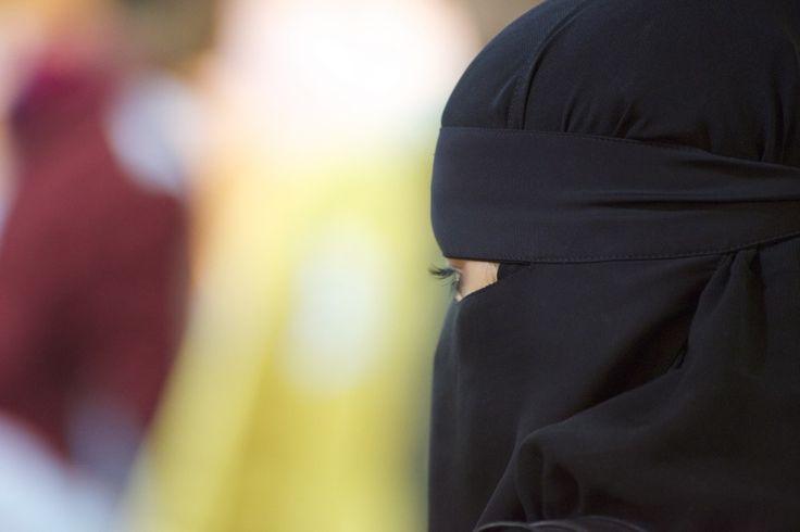 La burqa bientôt interdite au Maroc ?  Pour des raisons de sécurité, les autorités marocaines auraient priées à des commerçants de Casablanca de ne plus fabriquer ni de vendre des burqas...
