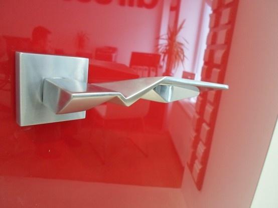 Wyjątkowa klamka firmy Valli & Valli, projektu Zahy Hadid, model Duemilacinque :)