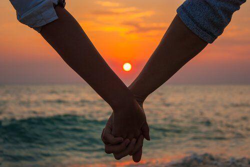 Treue besteht nicht in Versprechen und Aufopferung. Sie besteht darin, aus Liebe zu der anderen Person treu sein zu wollen.