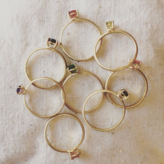 Sta per tornare la Spring collection  anelli sottili in tanti colori per tutti! #tinyjewelry #tinyring #mygoldenage #mygoldenagelab #goldrings #giftideas #coloratedstones #coloryourlife #forher #rubyring #sapphirering #emeraldring #greenring #redring #bluring #etsyshop #etsyfinds #etsyeurope #etsyhunter #treasurybox #vsco #engagementinspiration #engagementrings