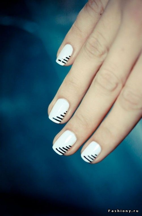 stripes black & whitee <3 #manicuremonday