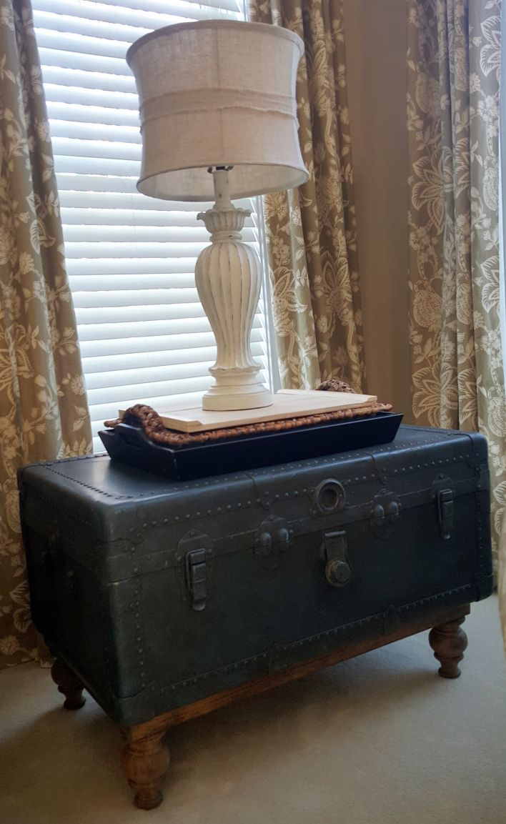Turning an old trunk into a side table