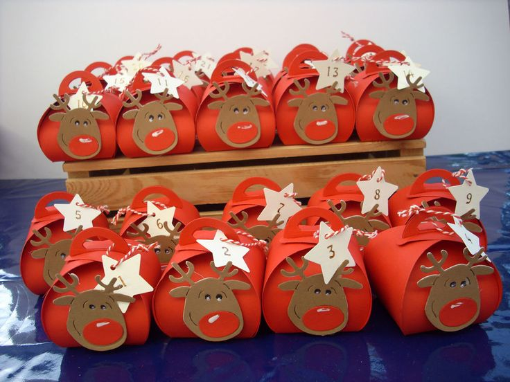 Die Elchköpfe (Stanze von Sizzix) wurden in mühvoller Arbeit ausgestanzt und zusammengeklebt. Geeignet auch als Deko für die Adventstafel. Breite: ca. 6,5 cm. Zum Befüllen der Boxen einfach oben die Laschen aufklappen. | eBay!