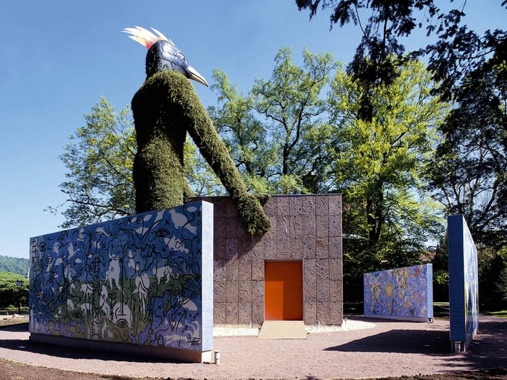 Mozaika, která reprezentovala Německo a firmu na jedné z výstav Expo a následně byla demontována a instalována v zahradách firmy v Mettlachu