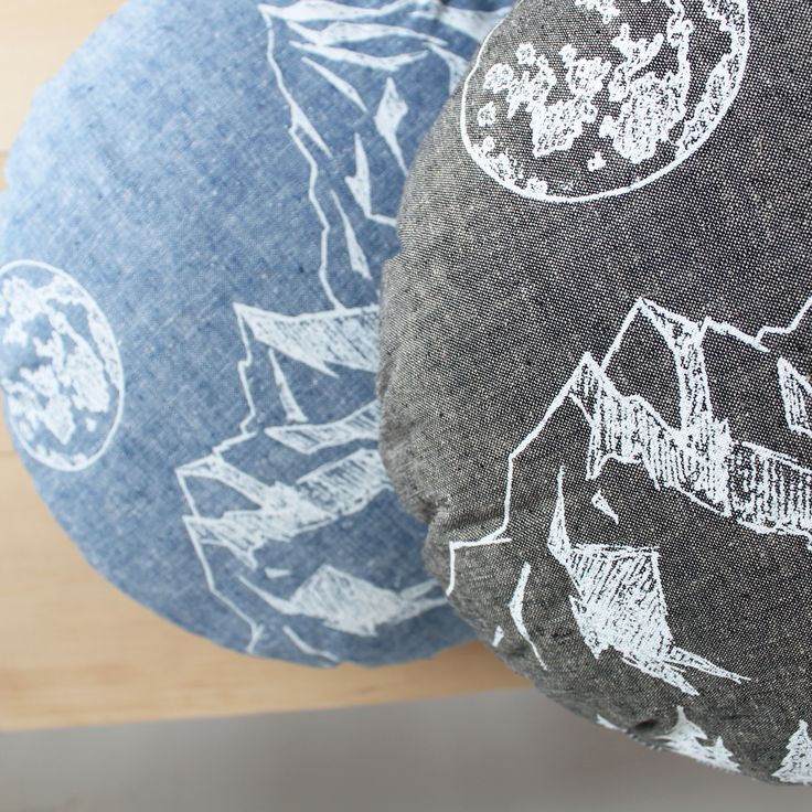 Organic cotton and linen chambray round pillows, Twill & Print