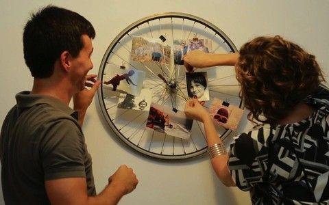 Crie um expositor de fotos com aro de bicicleta :)