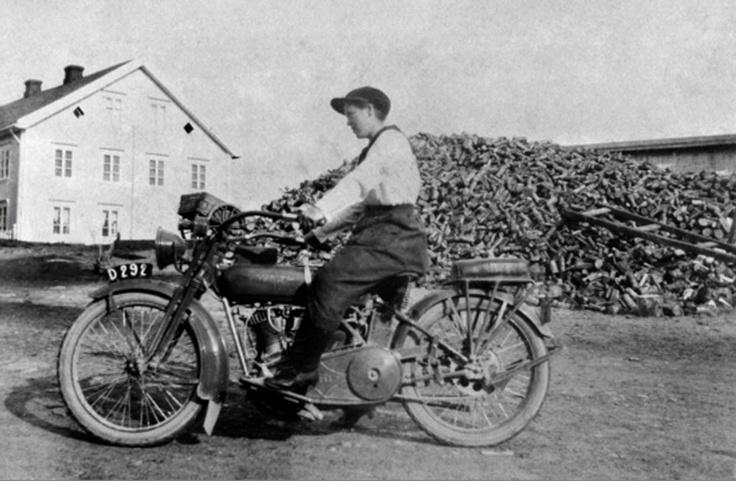 17 best images about vintage motorcycle photographs on pinterest vintage harley davidson bmw - American motorbike garage ...