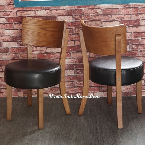 JualKursi Cafe Kayu Jati Jok Gendut merupakan desain Produk Indo Kursi Mebel Jepara dengan bentuk yang Lucu dan Jok Busa yang tebal dengan bahan baku Kayu Jati