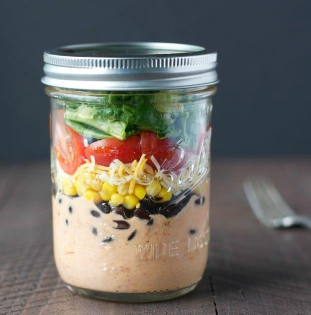 Chicken Taco Salad In A Jar | Healthy Salad In A Jar Recipes | https://homemaderecipes.com/salad-jar-recipes-healthy/