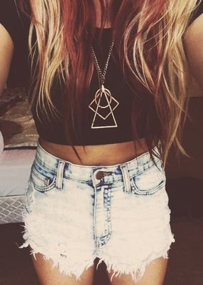 Want the necklace ! im also lovin' tha red and blonde hair #clothes for summer…
