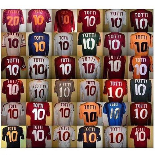 Las camisetas de Totti en su carrera. #10