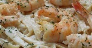 Ingredientes:  Fettuccini 300 gr  400 g de gambas o langostinos  500 g de champiñones  1 brick de nata  Queso parmesano rallado  Pimentón d...
