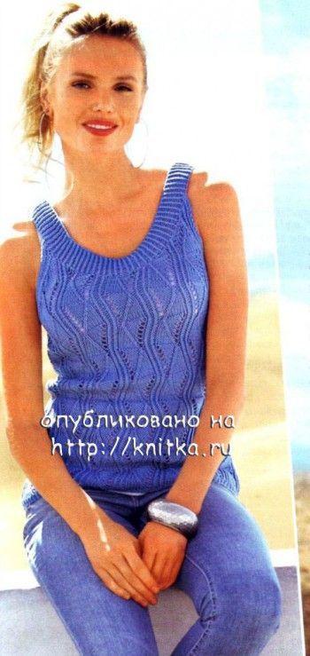 Ажурный женский топ синего цвета с описанием и схемой вязания спицами.