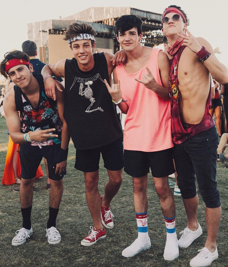 Aaron Carpenter with Cameron Dallas, Taylor Caniff and Chris Gonzalez
