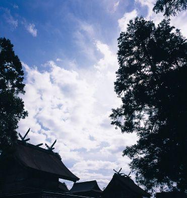 神々の国出雲。数千年の歴史を持ち八雲立つ出雲大社の見所スポットを集めました。