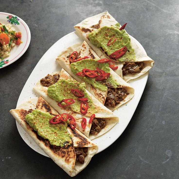 Veganska tortillas med krämiga bönor och avokado