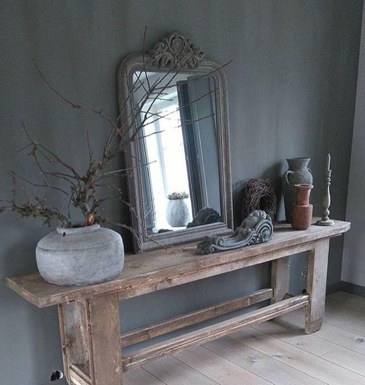 Denk aan ladetafel met daarop een spiegel