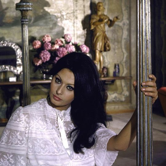 Gorgeous Photos of Sophia Loren at home at her villa near Rome via Tres Bohemes