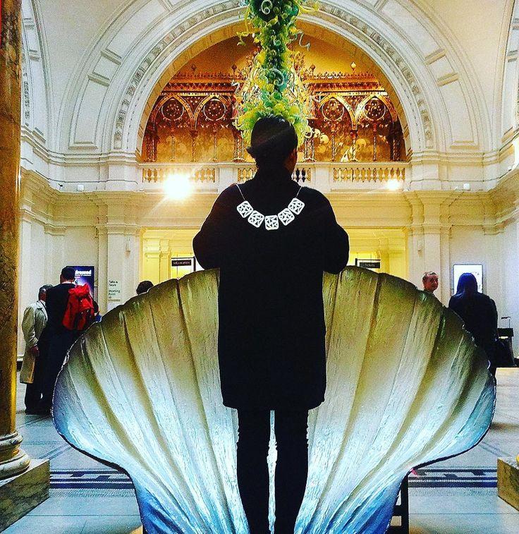 #Bottishellfie #contemporaryjewellery #contemporaryart #shell #victoriaandalbertmuseum #venus #anabragancajewellery #necklace #divinelove