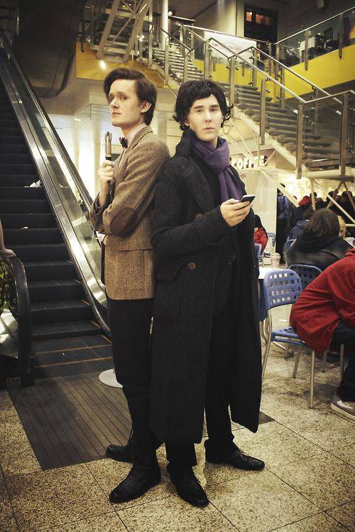 Amazing eleventh Doctor and Sherlock cosplay.