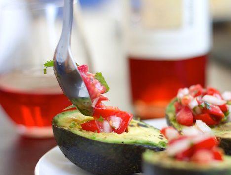 La atareada rutina que llevamos en nuestra vida diaria a veces no nos deja tiempo para preparar comidas elaboradas. Sin embargo, eso no es excusa para dejar de comer sano. Estas sencillas recetas te...