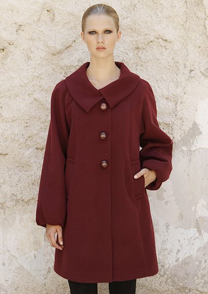 Short coat velour in alpha linewith  buttons ideal to feel the warmth of the winter all time