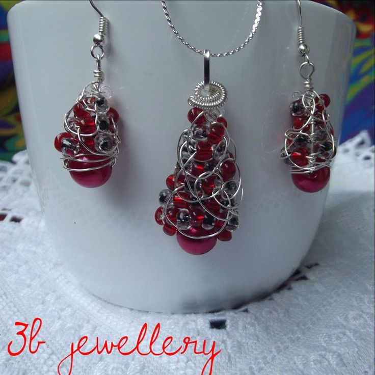 another #tree #jewellery #set in #red #colour , #earrings and #pendant with #silver #plated #wire and #red , #black and #clear #beads #3bjewellery #wirewrapping #intermediate #jewel #jewell #jewelry #jewelery #picoftheday