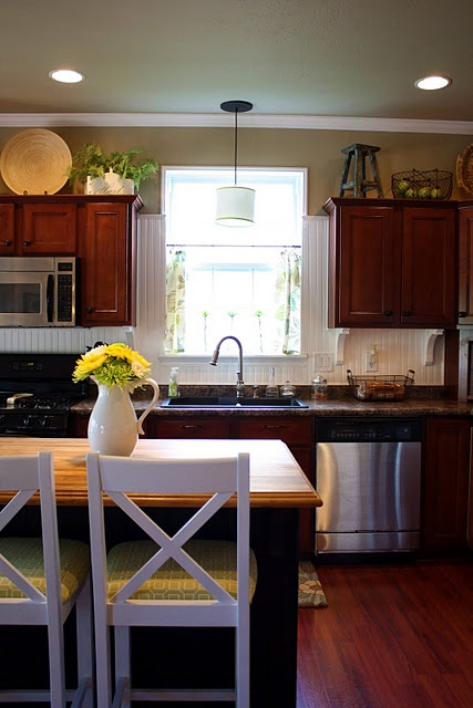 beadboard: Cabinets Decor, Decor Ideas, Cabinets Colors, Above Cabinets, Kitchens Paintings Colors, Beadboard Backsplash, Bar Stools, Kitchens Cabinets, Kitchens Sinks