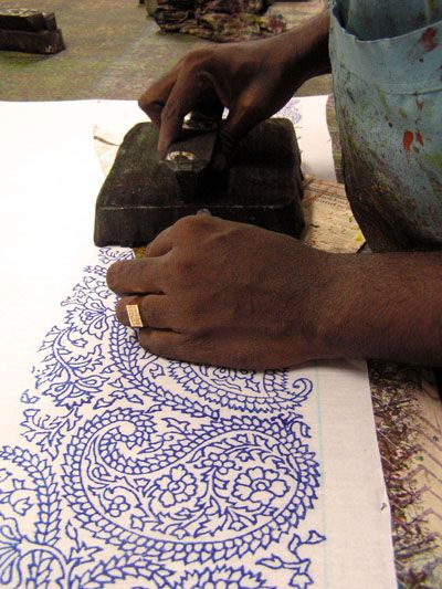 Photo by Zodingdi Fair Trade shop, an online shop that specialises in hand crafted home and fashion accessories which are produced in India by artisans from disadvantaged backgrounds. #blockpainting #powerfull