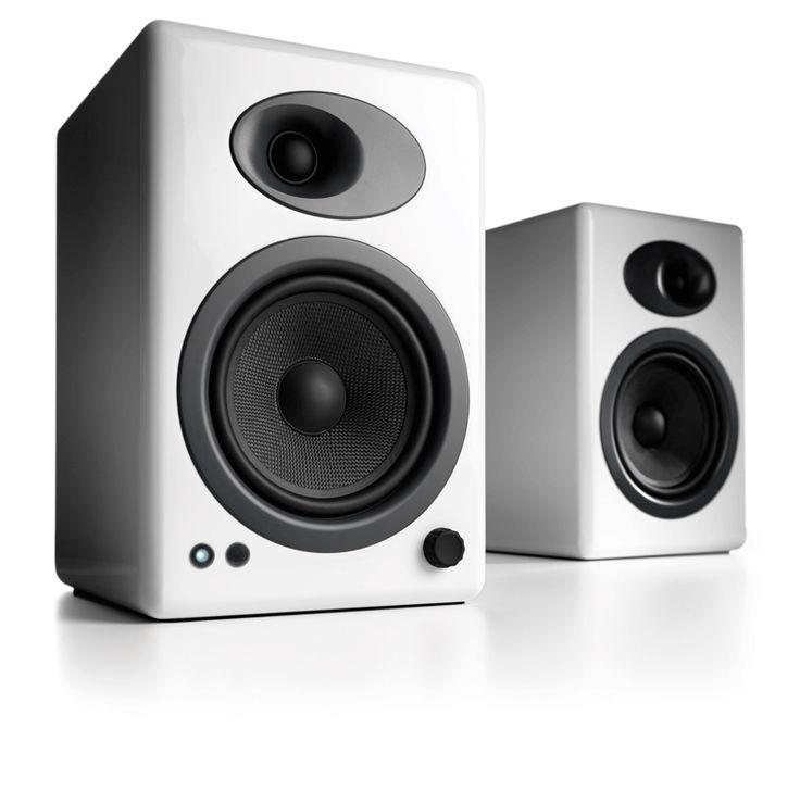Audioengine 5+ White (A5+) Premium Powered Speakers Memberikan kualitas suara kepada Audiophile dengan harga terjangkau yang terus menetapkan standar audio berkualitas tinggi. Hubungkan peralatan iDevice, komputer, TV, atau komponen audio lainnya untuk suara stereo yang luar biasa di setiap ruangan.